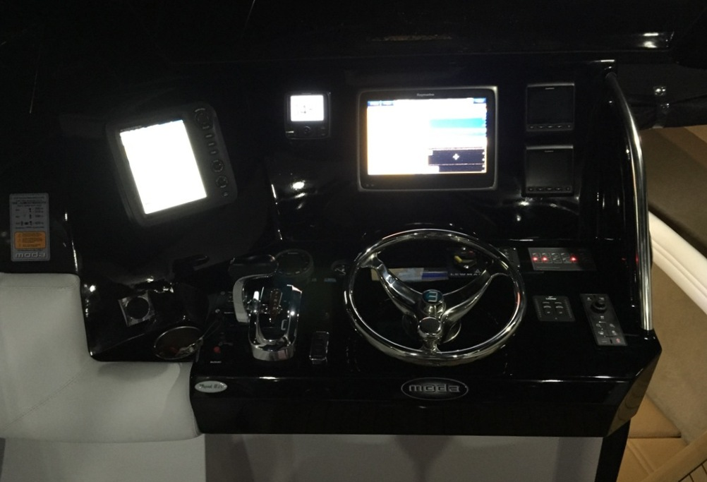7.8m Express HT - centre helm version